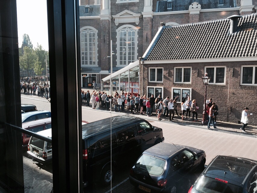Queue for the Anne Frank Museum.