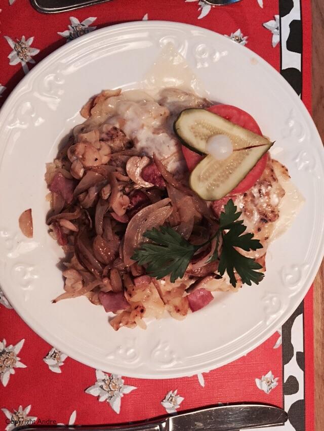 Rosti with ham, mushrooms & onion.