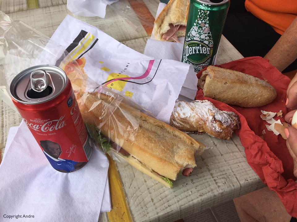 Lunch: baguette, pastry & drink.